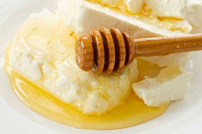 غذاء ملكات النحل في اي هيرب
